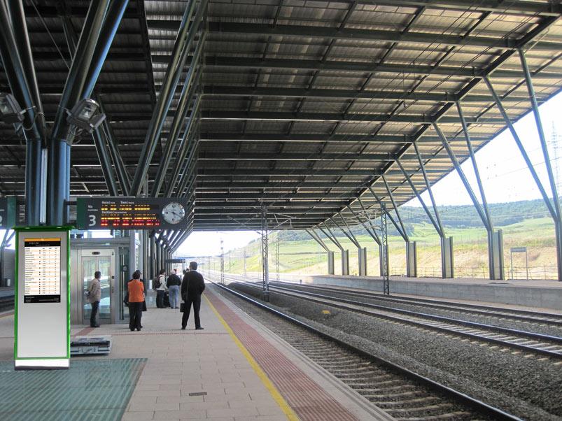 Anden 800x600 - Tótem publicitario de exterior gama IK600 en estaciones y medios de transporte