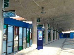 Tótem publicitario de exterior gama IK600 en estaciones y medios de transporte